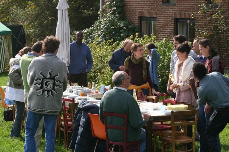 Fete_des_tentes_07_groupe_table_2.jpg